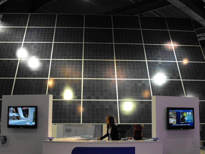 Pannello Solare A Concentrazione Definizione : Solarexpo the innovation cloud fotografie
