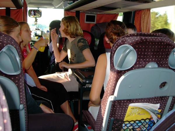 Kit da viaggio in autobus cosa metterci dentro for Interno autobus